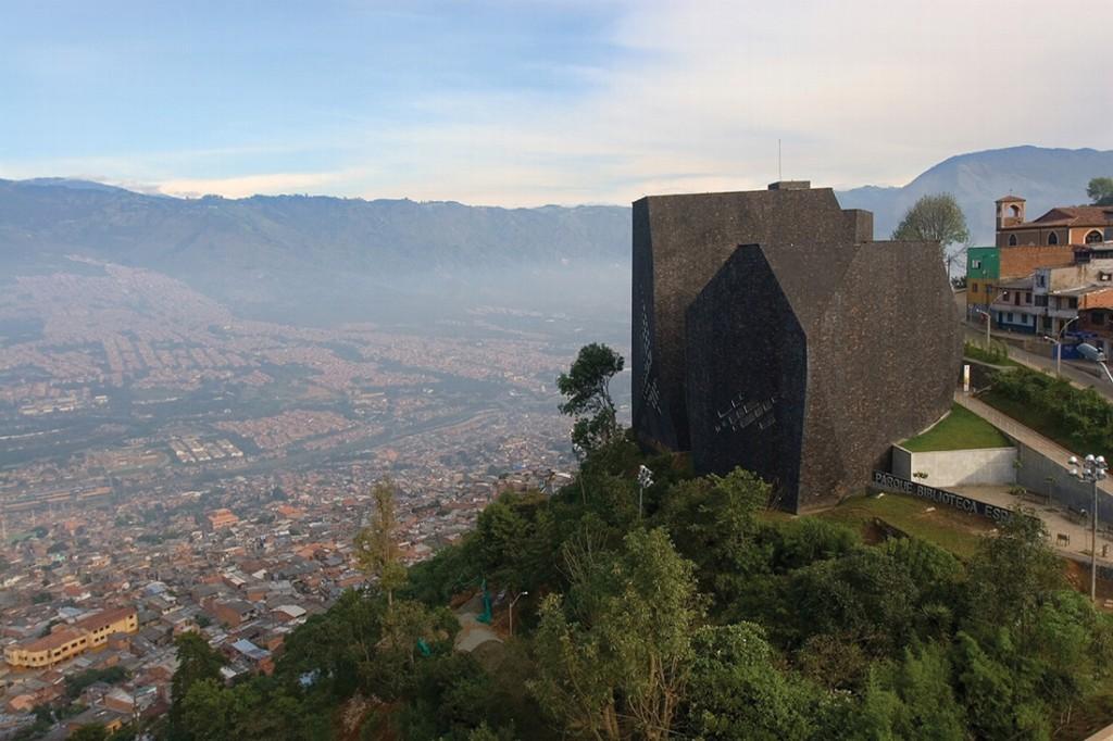 A Biblioteca España, no alto do bairro mais perigoso da cidade (Foto: Prefeitura de Medellín)