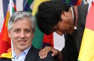 García Linera e Evo Morales, em La Paz (Foto: AP)