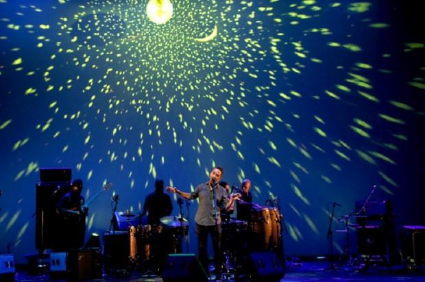 O músico urguaio Jorge Drexler, em show em São Paulo (Foto: Ernesto Rodrigues/Folhapress)
