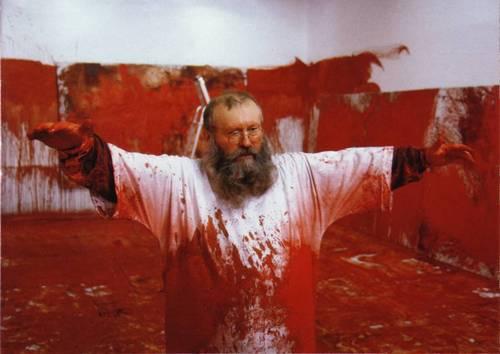 O artista austríaco Herman Nitsch, cuja exposição foi proibida no México
