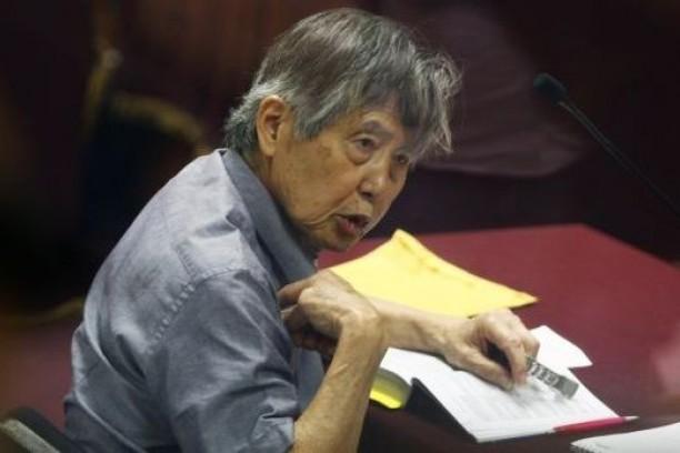 Debilitado, Fujimori em imagem do ano passado, durante uma audiência (Foto: Reuters)