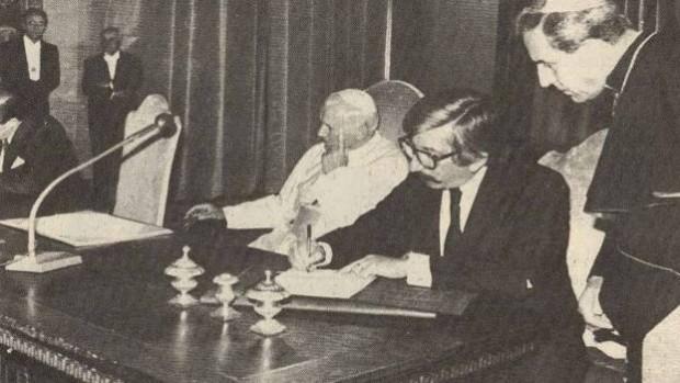 O papa João Paulo 2, na assinatura do acordo que evitou a guerra entre Argentina e Chile (Foto Reprodução)