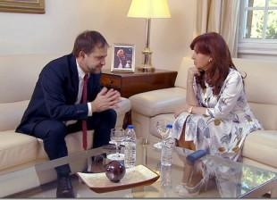 O repórter norte-americano Dexter Filkins entrevista a presidente Cristina Kirchner (Foto Casa Rosada)