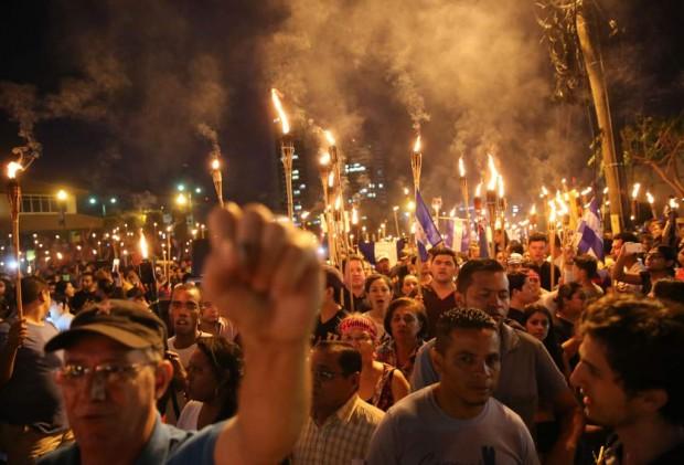 Manifestantes em Tegicucalpa, Honduras (Foto La Prensa)