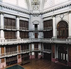 As estantes vazias do edifício da Biblioteca Nacional, rua México (Foto Arquivo)