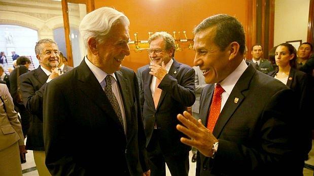 O escritor Mario Vargas Llosa e o presidente Ollanta Humala (Foto El Comércio)