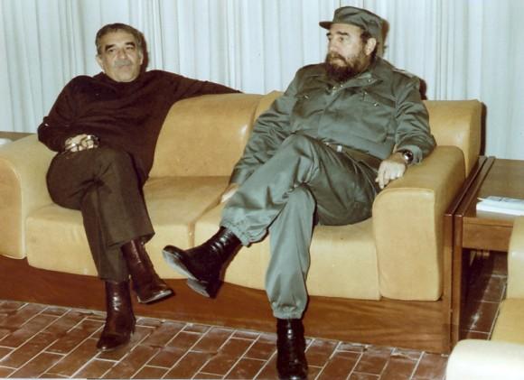 O escritor García Márquez com o ex-ditador Fidel Castro (Foto Arquivo)