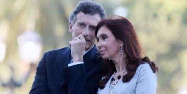 Macri e Cristina confabulam, em 2009 (Foto Clarín)