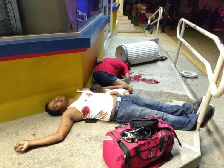 Imagem do casal morto num tiroteio entre cartéis (Foto Milênio)