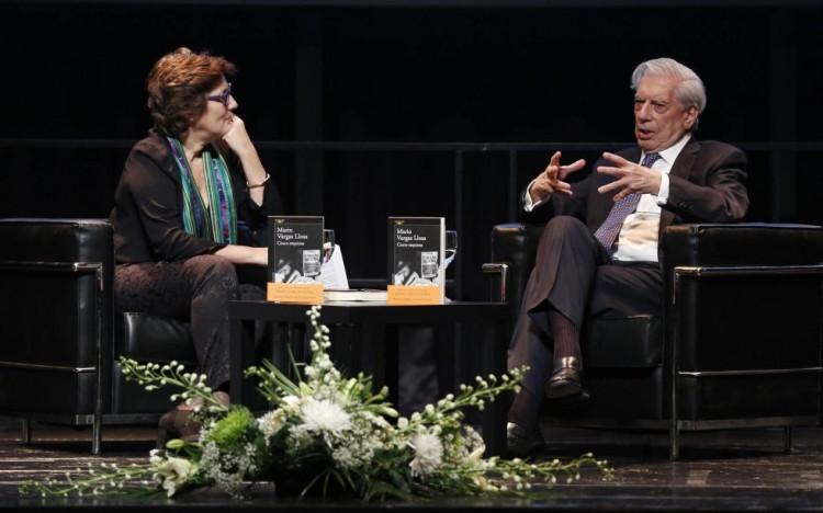 """Vargas Llosa, durante a apresentação de """"Cinco Esquinas"""" (Foto Divulgação)"""