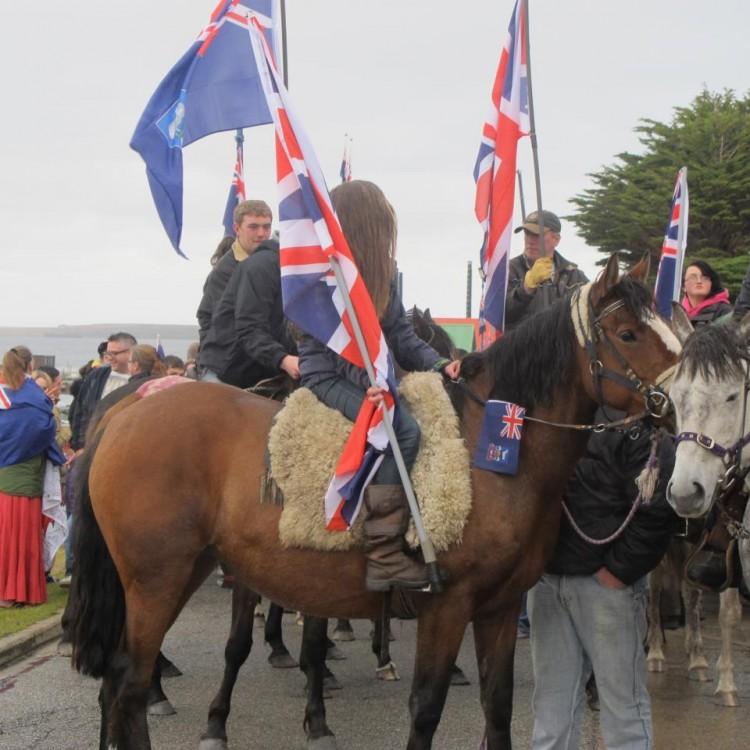 Manifestação pela permanência das ilhas no Reino Unido, em 2013 (Foto Sylvia Colombo)