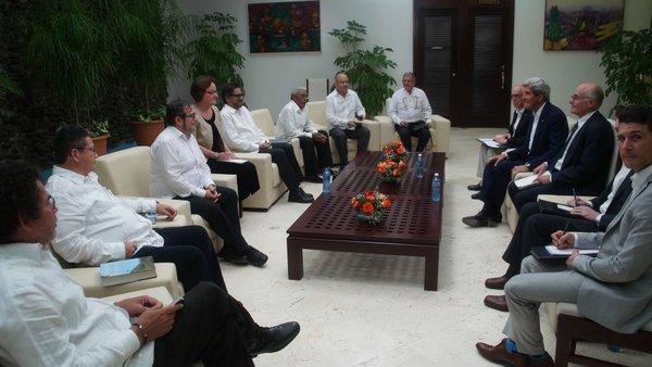 O secretário de Estado dos EUA, John Kerry, em reunião com as Farc (Foto AP)