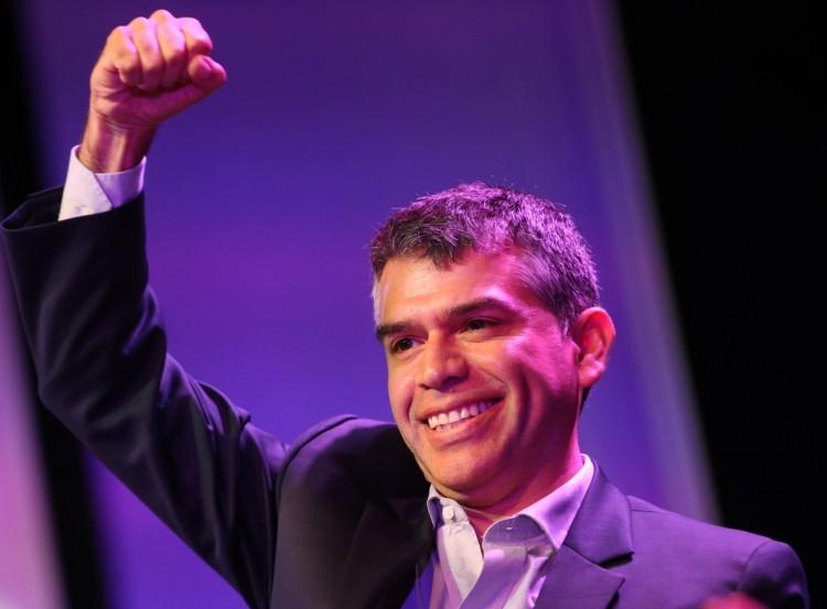 O candidato independente Julio Guzmán, expulso da disputa (Foto El Comércio)
