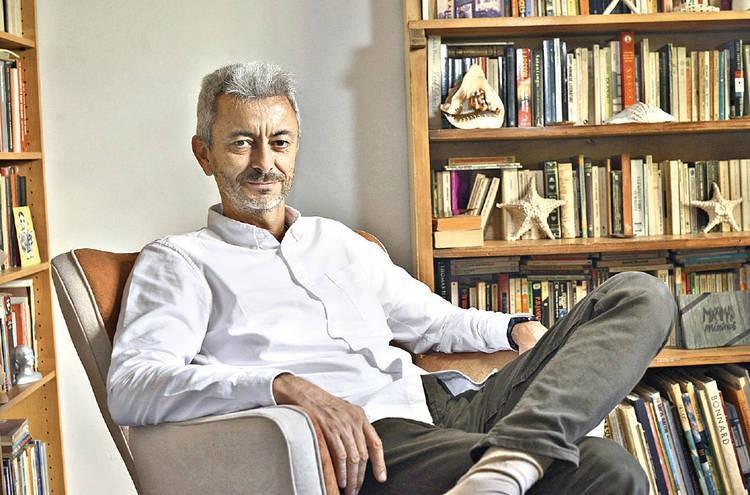 O escritor argentino Carlos Gamerro (Foto Clarín)