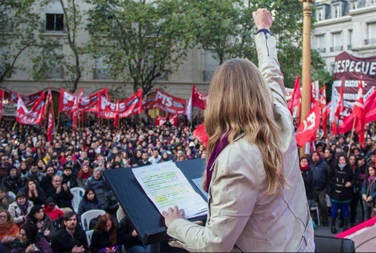A deputada Myriam Bregman, em ato anti-governo Macri (Foto La Nación)