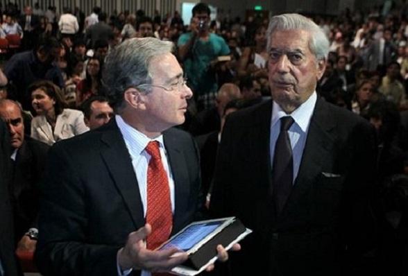 Álvaro Uribe e Vargas Llosa, durante encontro em Madri (Foto AP)
