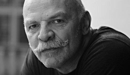 """O escritor argentino Martín Caparrós, autor de """"Echeverría"""" (Foto Divulgação)"""