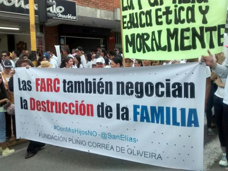 """Marcha pelo """"não"""" em Bogotá (Foto AP)"""