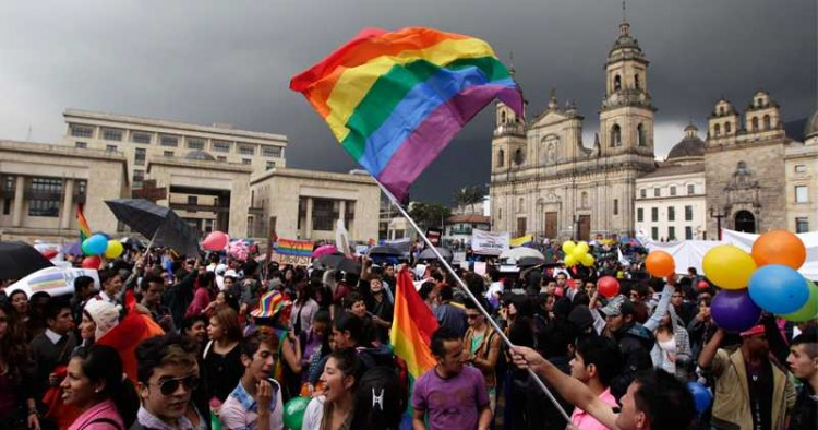 Manifestantes pró-matrimônio gay, em Bogotá (Foto AP)