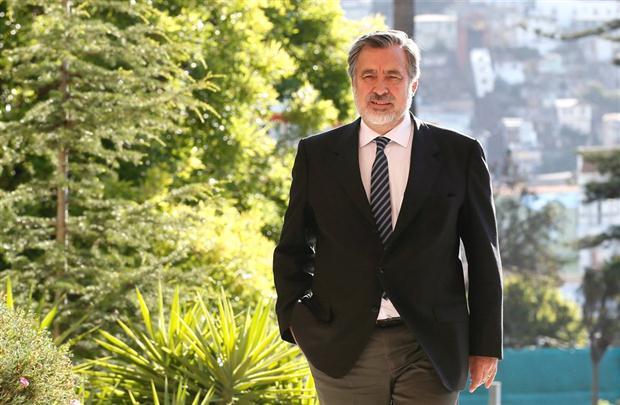 O pré-candidato chileno Alejandro Guillier (Foto La Nación)