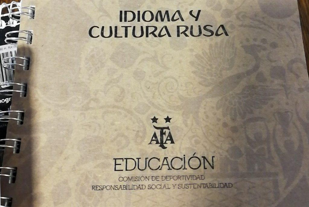 Manual lançado pela 'CBF' argentina ensina a conquistar mulheres russas